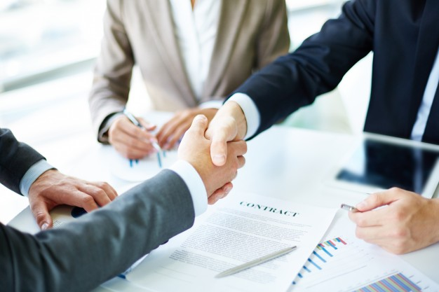 20. handshake-close-up-of-executives_1098-1384